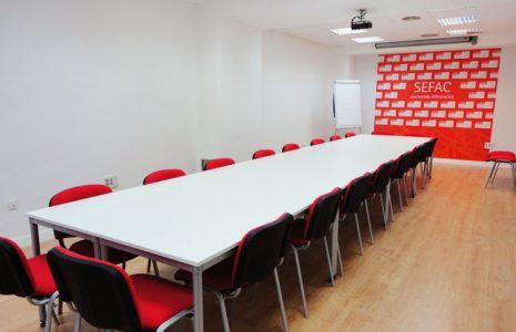 Las renovadas oficinas de SEFAC, un proyecto decorativo basado en el blanco