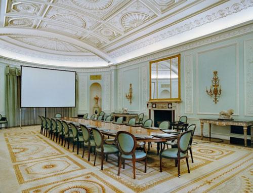 Las mesas del poder equipamiento integral de oficinas for Oficinas banco santander alicante capital