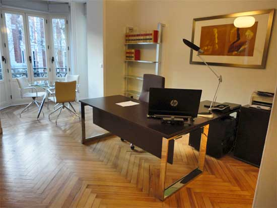 Las nuevas oficinas de noriega y riber asociados un for Muebles para despacho de abogados
