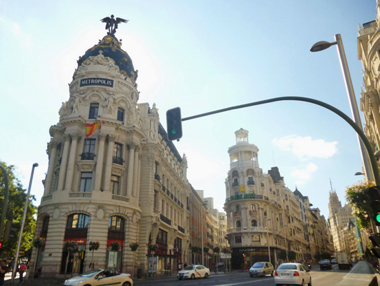 Mobiliario de oficinas moderno en edificios hist ricos de for Edificios oficinas madrid