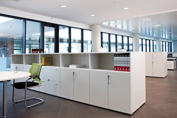 Armarios de oficina para lograr el mejor almacenaje y for Mobiliario modular para oficina