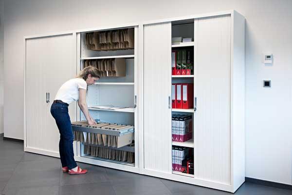 Armarios de metal una opci n duradera para almacenar y for Mobiliario de oficina definicion