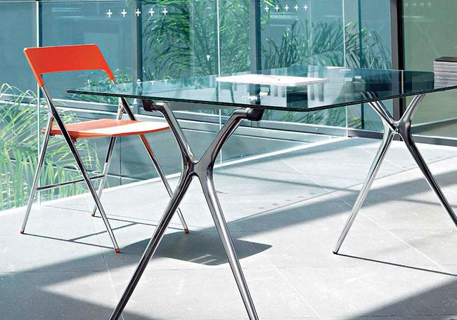 Mesa de oficina plek piensa en dise o equipamiento integral de oficinas - Mesas de despacho de cristal ...