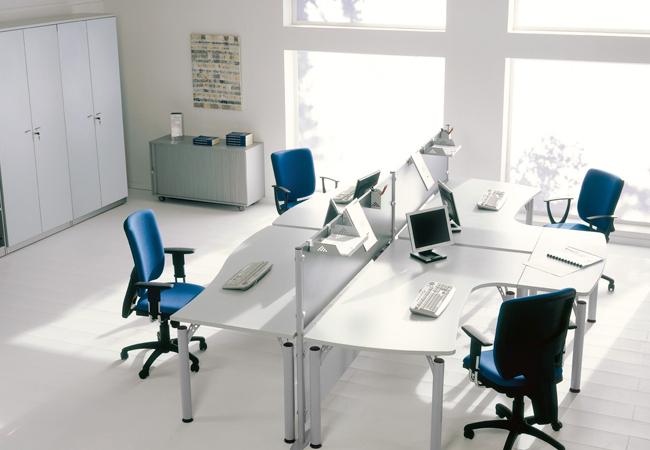 Eco, una serie de mesas de oficina operativas que destacan ...