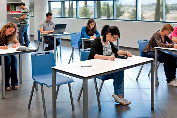 Mesas y mobiliario para aulas de formaci n mobiliario for Mobiliario para estudiantes