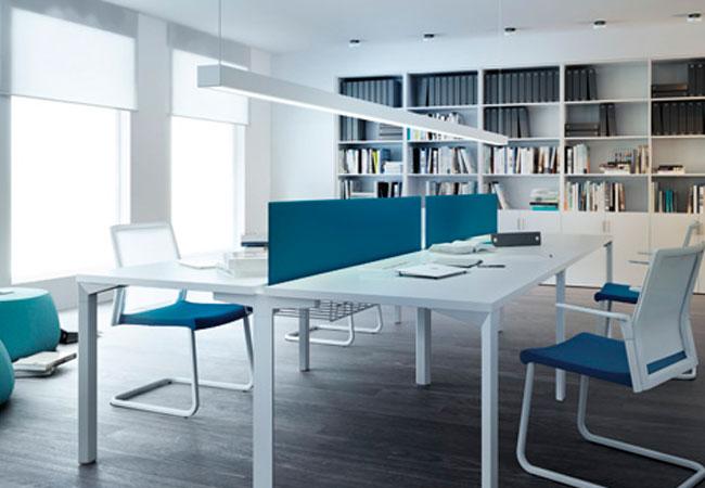 Separadores de mesas de oficina preservan la intimidad y for Ruido oficina