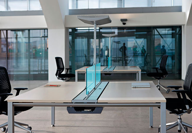 Incremente la iluminaci n en las mesas de su oficina for Oficinas linea directa madrid