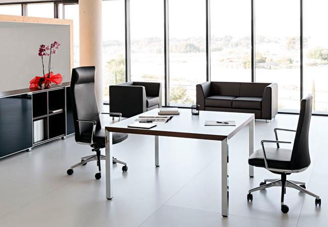 El sill n de direcci n cron un referente para la for Decoracion oficinas y despachos