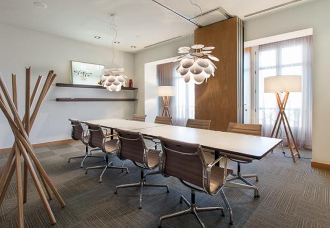 Ideas para la iluminaci n de oficinas espacios de trabajo for Sala de reuniones