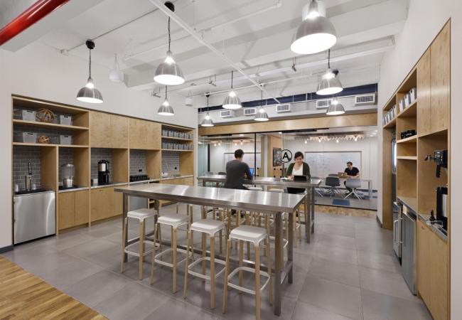 Ideas para la iluminaci n de oficinas espacios de trabajo for Oficinas industriales modernas