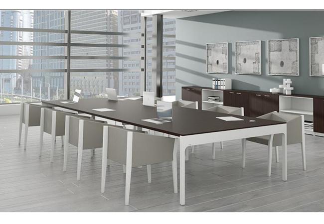 3 estilos de salas de reuniones diferentes pero unidas por for Mesa reuniones diseno