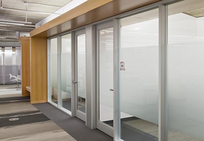 Sistemas de divisi n de oficinas inteligentes for Puertas para oficinas precios