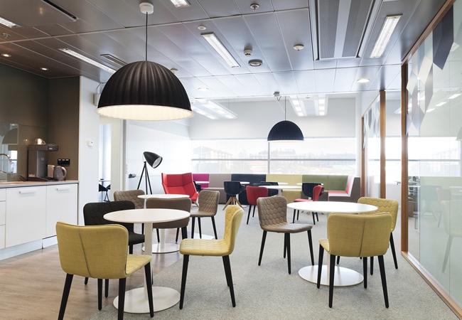 Oficinas de estilo n rdico c mo aplicar el interiorismo - Iluminacion estilo industrial ...