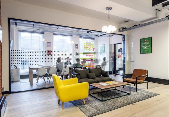 Reformas de oficinas peque as el encanto se mide en for Mamparas cristal oficina