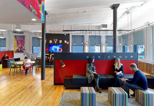 Oficinas de agencias de publicidad flechazos decorativos que estimulan la creatividad eqin for Decoracion de oficinas creativas