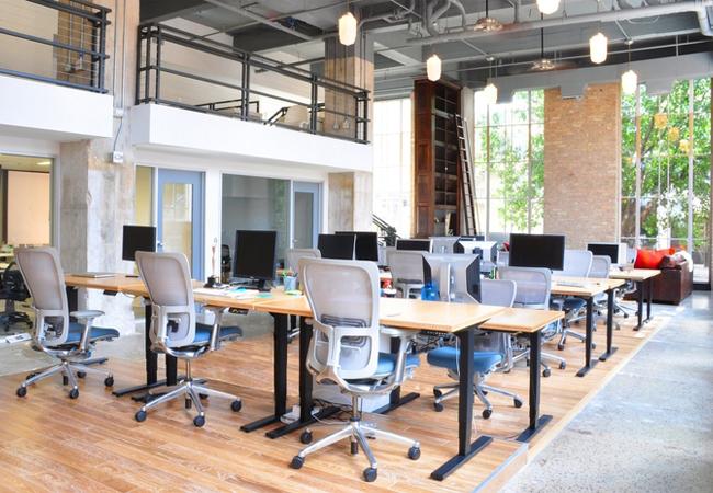 Reformas de oficinas coworking claves para equipar un for Oficinas compartidas