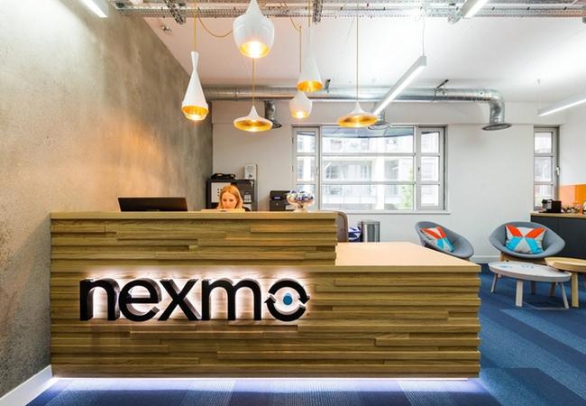 Recepciones de oficinas modernas porque la primera for Mobiliario de oficina recepcion