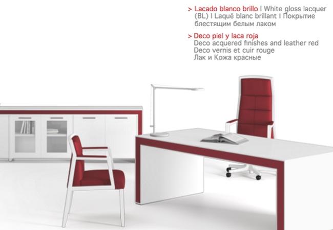 mesa de oficina belesa en blanco