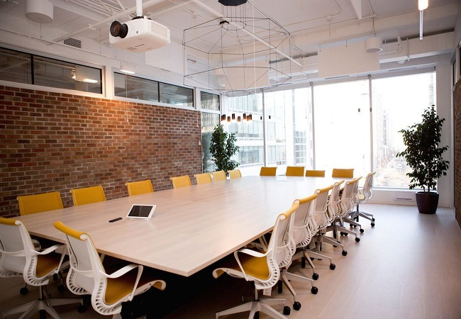 Nos adentramos en las nuevas oficinas de shopify en for Sala de reuniones