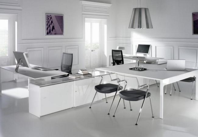 Mesas de oficina en blanco equipamiento integral de oficinas for Mesa oficina moderna