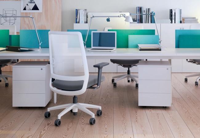 Mesas de oficina ligeras y blancas. Conoce la línea M10 - EQIN ...