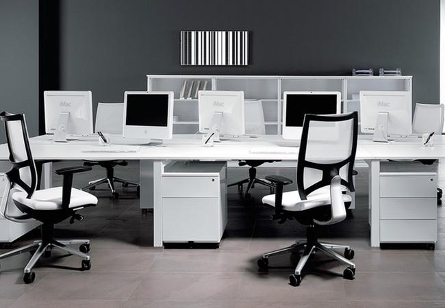 mesas de oficina en blanco eqin estudio mobiliario y