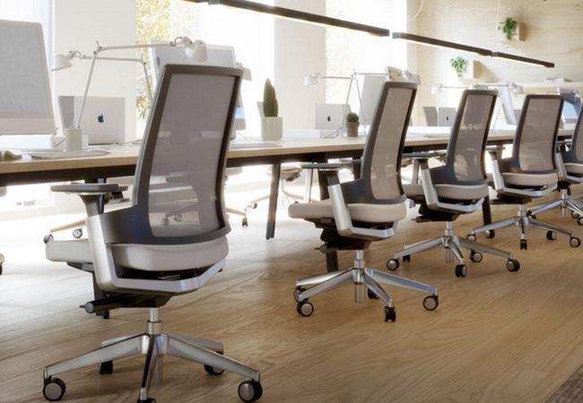 4 piezas de mobiliario que no deben faltar en tu oficina for Sillas de oficina ergonomicas