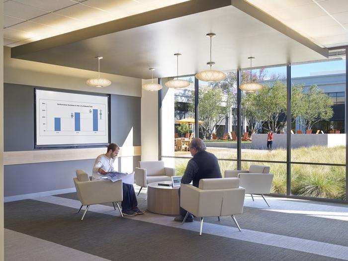 3 oficinas de empresas tecnol gicas que te dejar n con la for Empresas de mobiliario de oficina