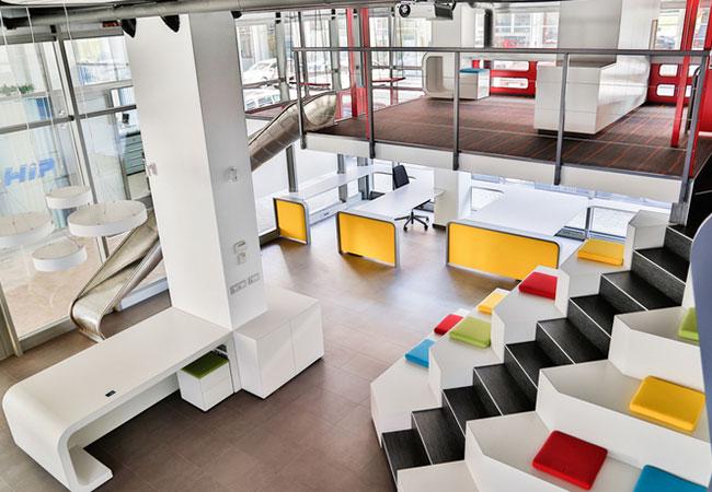 2 ejemplos impresionantes de oficinas de coworking for Oficina coworking