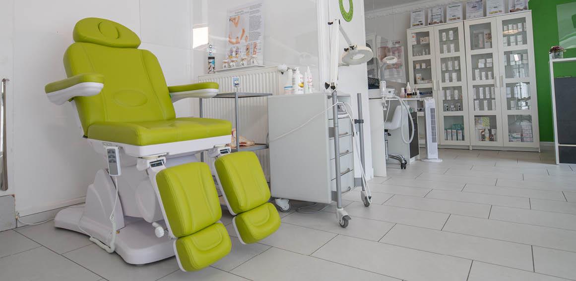 Imagen camilla verde clínica dental