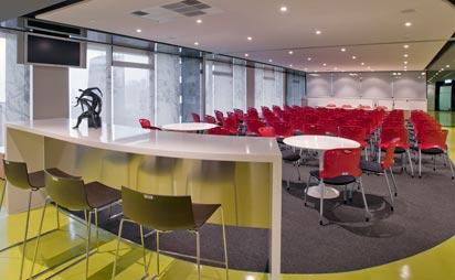 Mobiliario para salas de conferencia y auditorios