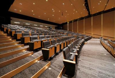 ¿Qué silla se ajusta a salas de conferencia?