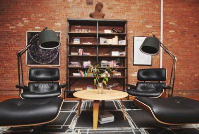 Decore su oficina con ladrillos