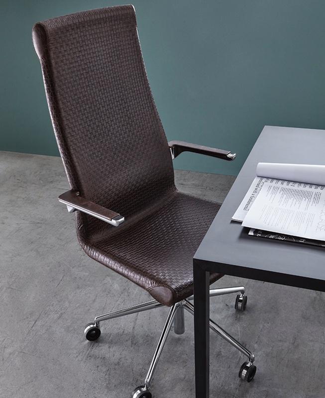 silla de dirección en piel