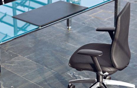 Recomendaciones ergonómicas para elegir una silla de oficina adecuada