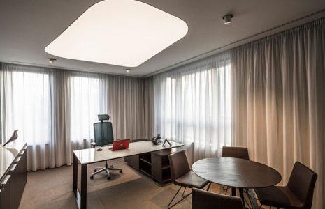 Los beneficios de una buena iluminación en la oficina