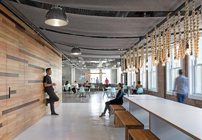 Oficinas industriales estilo nórdico