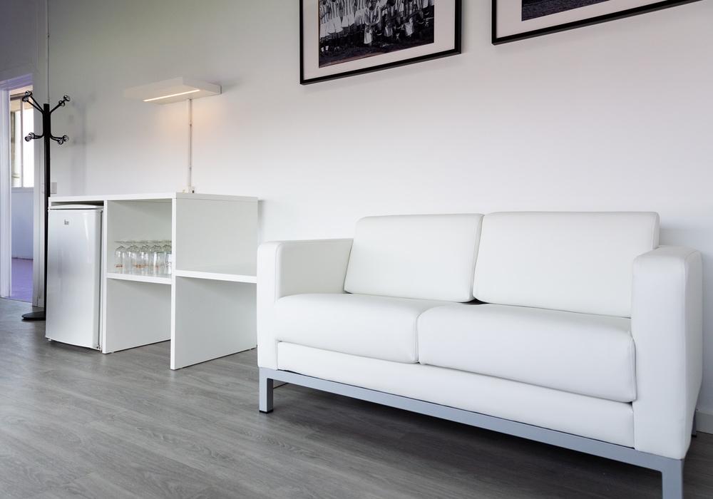 sofas y mobiliario para sala vip real club valladolid