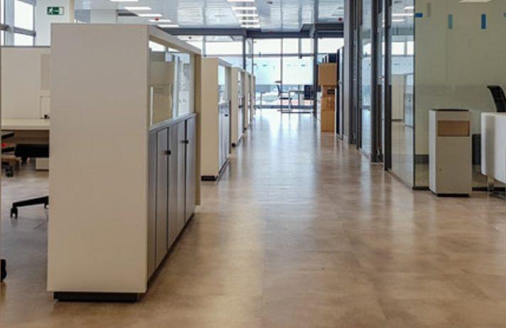 Equipamiento integral de oficina y estudio de distribución