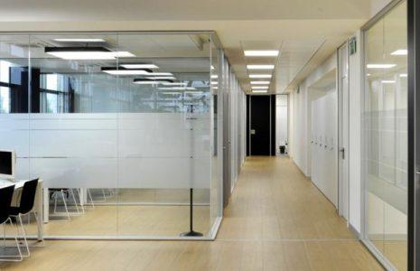 Compartimentación de espacios, mamparas y puertas