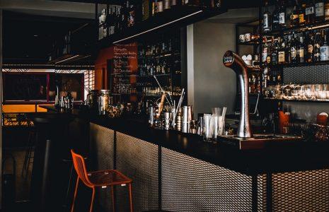 Reforma integral, diseño y mobiliario de Cocktail Bar en A Coruña