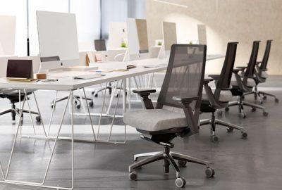 Kineo y Stay: 2 sillas de oficina ideales para tus zonas operativa