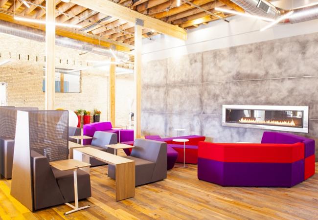 Luz en oficinas para aumentar la productividad