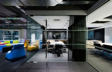 Selección de mamparas de cristal para tu oficina