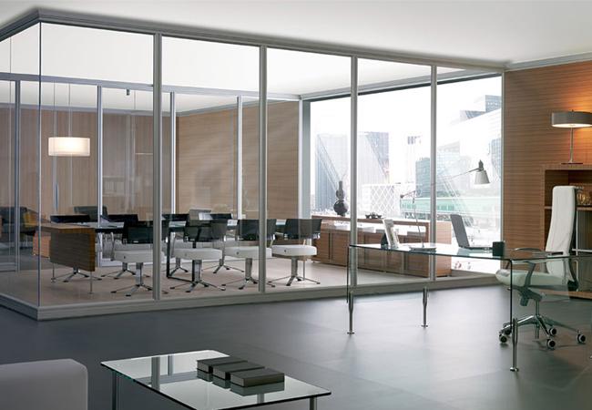 Tipos de mamparas de cristal para oficinas modernas listas for Ambientes de oficinas modernas