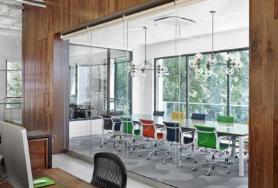 Mamparas de oficina de cristal: ventajas y beneficios