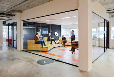 Mamparas de oficina: una forma simple de reformar su oficina