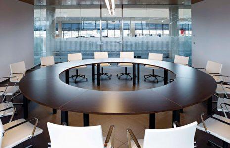 5 ejemplos de mesas de reuniones para su oficina