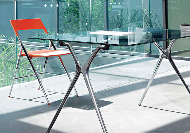 7 claves para equipar una oficina de peque as dimensiones eqin estudio mobiliario y reformas - Mesas de estudio de cristal ...