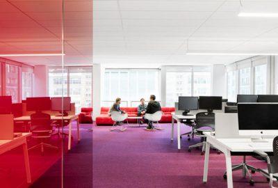 Mesas de oficina operativas para puestos de trabajo